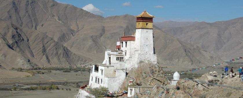 Atractii Palatul Yambulakhang China - vezi vacantele