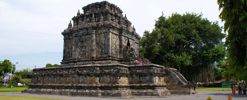 Templul Mendut, Jogjakarta, Indonezia Poza realizata de Daniela Shah, mai 2013