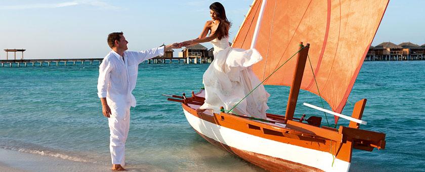Valentine`s Day - Sejur Constance Moofushi Maldive - februarie 2017