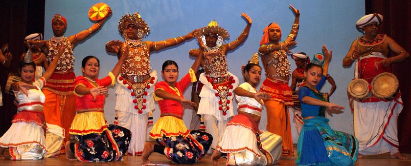 spectacol cultural in Kandy, Sri Lanka Poza realizata de Daniela Shah, noiembrie 2011